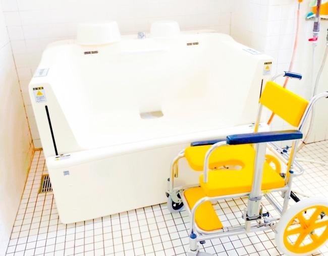 笑顔いっぱい車椅子用風呂